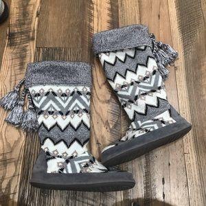Muk Luks high slippers Wm 8-9